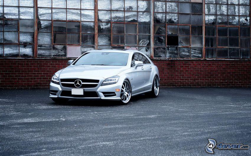 Mercedes-Benz CLS, stara budowla