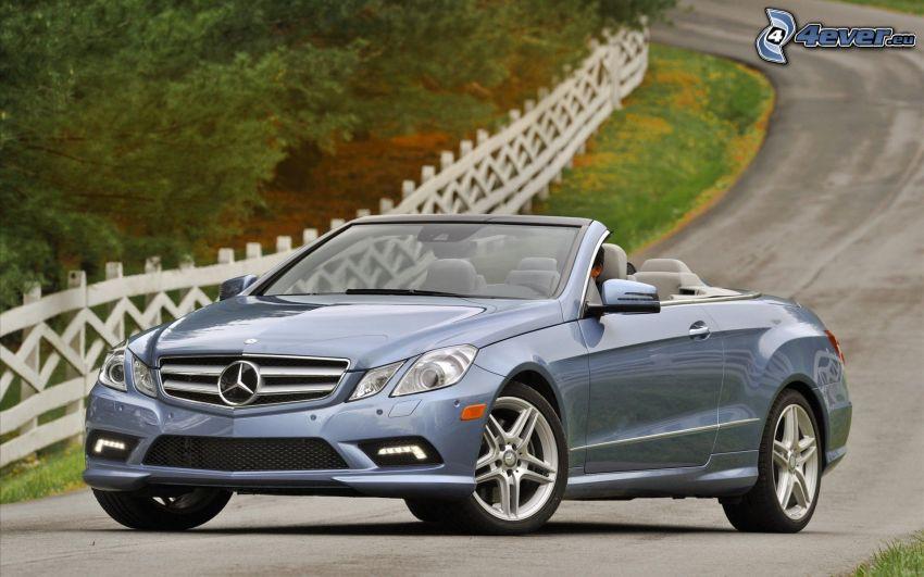 Mercedes-Benz E550, kabriolet, ulica, płot
