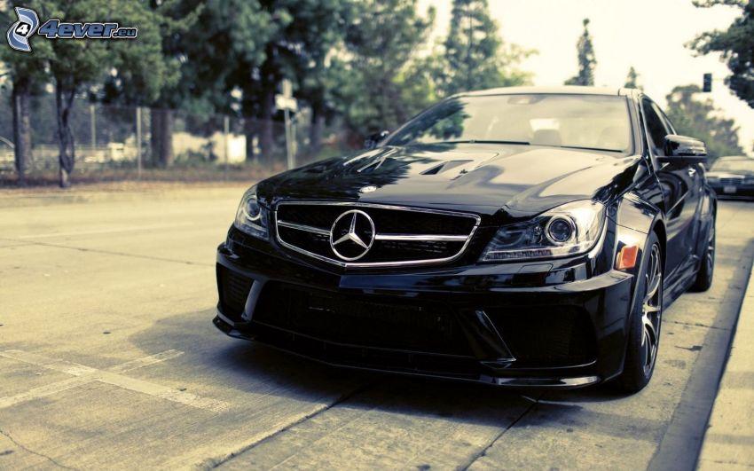 Mercedes-Benz ML550, parking