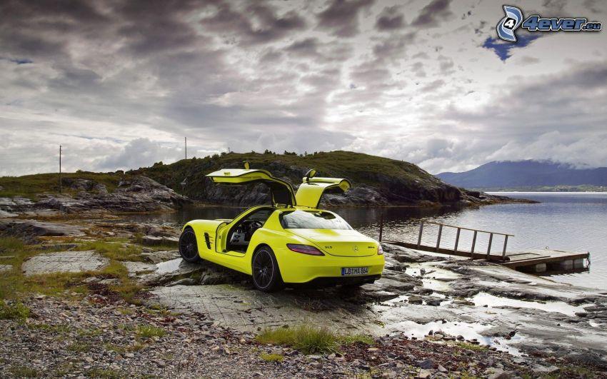 Mercedes-Benz SLS AMG, drzwi, jezioro