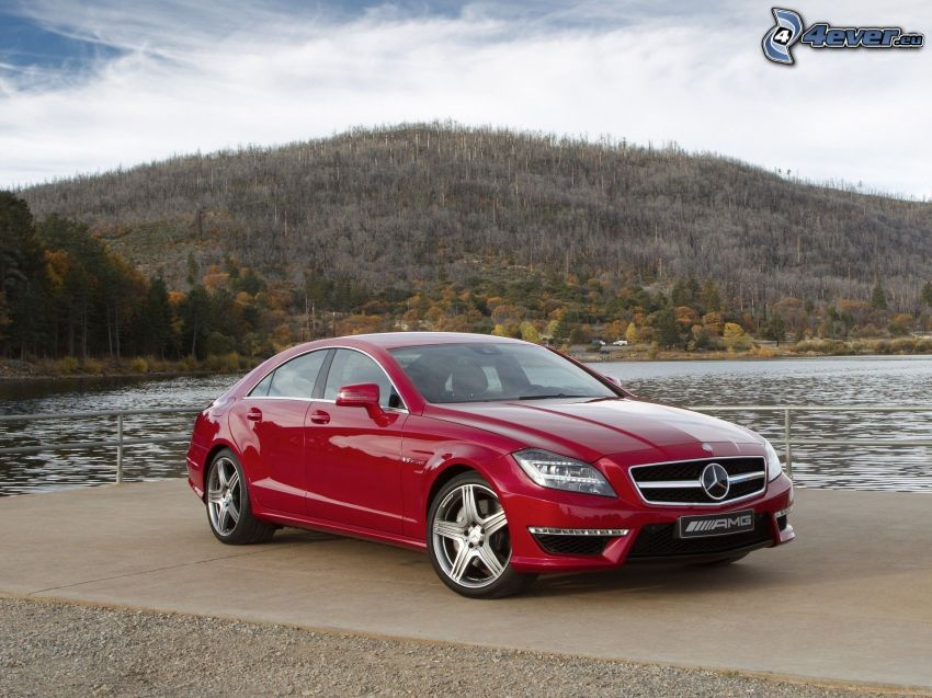 Mercedes CLS 63 AMG, jezioro, wzgórze
