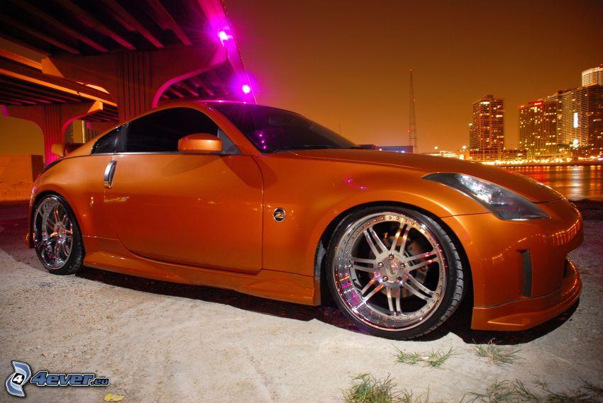Nissan 350Z, pod mostem, miasto nocą