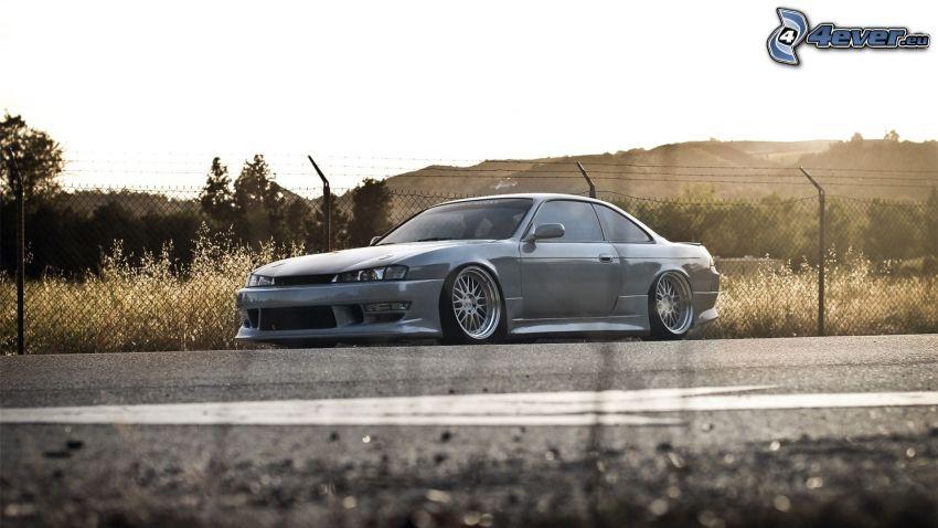 Nissan Silvia, ulica, ogrodzenie z drutu
