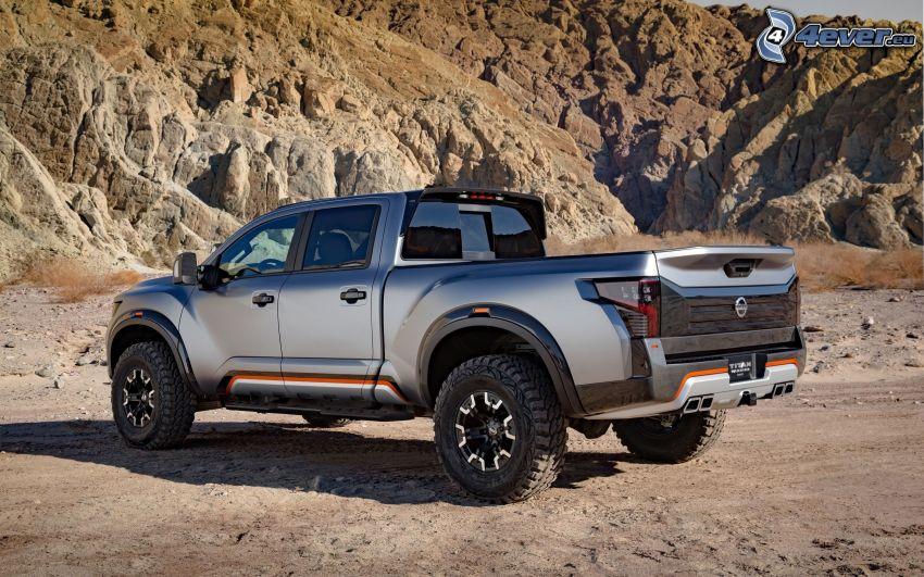 Nissan Titan, skały