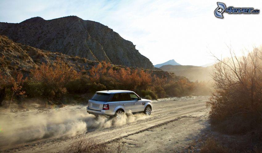 Range Rover, pył, wzgórze