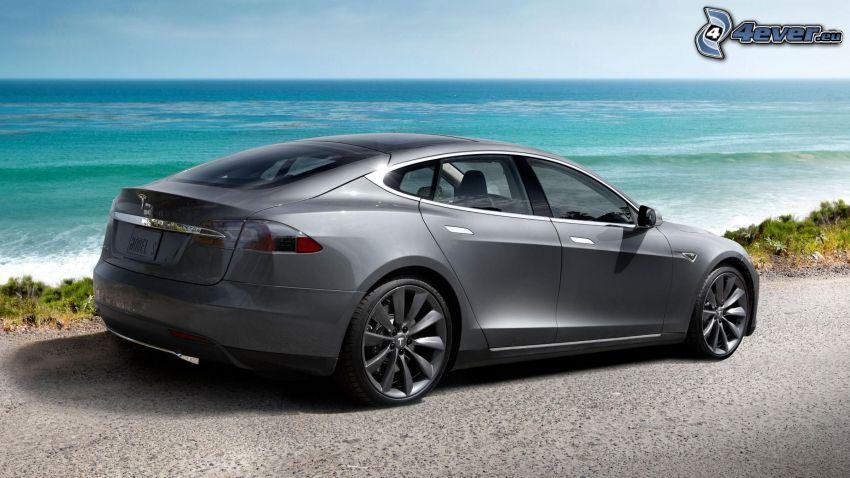 Tesla Model S, samochód elektryczny, widok na morze