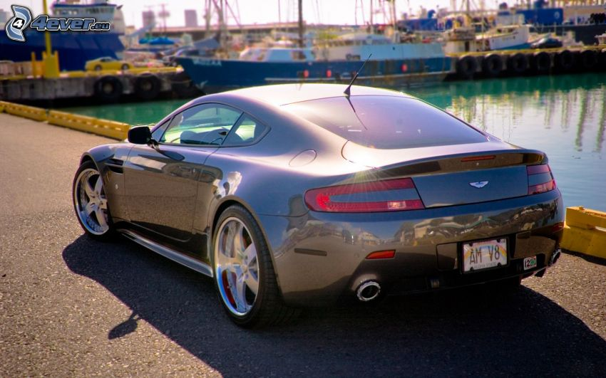 Aston Martin, port