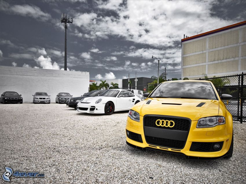 Audi RS4, Porsche 997 GT3, parking