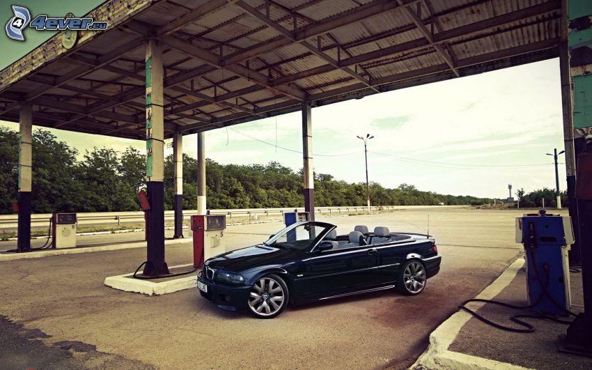 BMW 3, kabriolet, stacja benzynowa