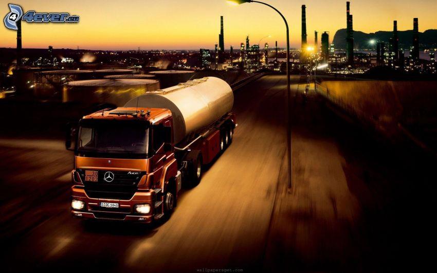 Mercedes-Benz, ciężarówka, prędkość, miasto, świt