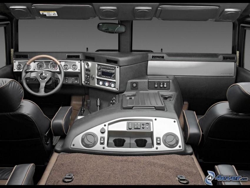 Hummer H1, wnętrze