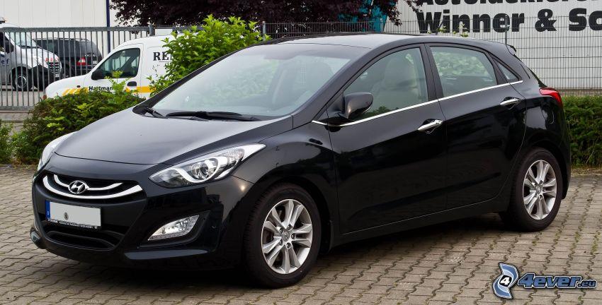 Hyundai i30, parking, płot