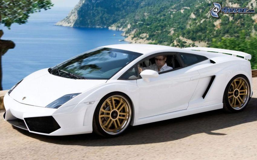 Lamborghini Gallardo, morze, skalisty brzeg