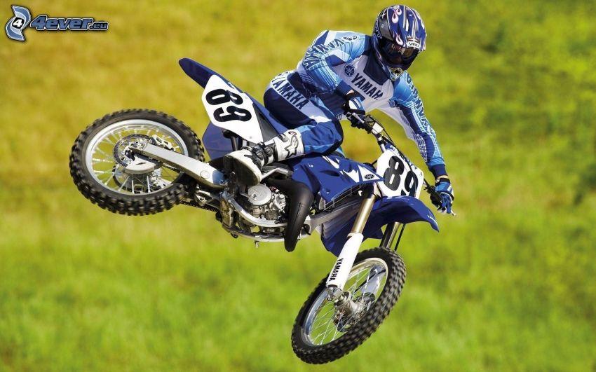 akrobacje, Yamaha, motocyklista, wyskok