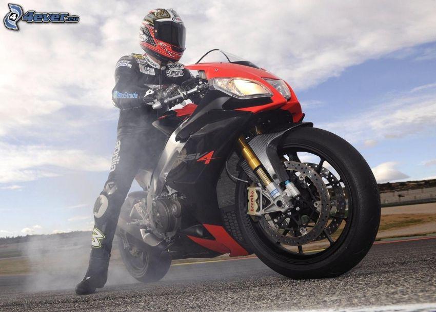 Aprilia RSV4, motocyklista, dym