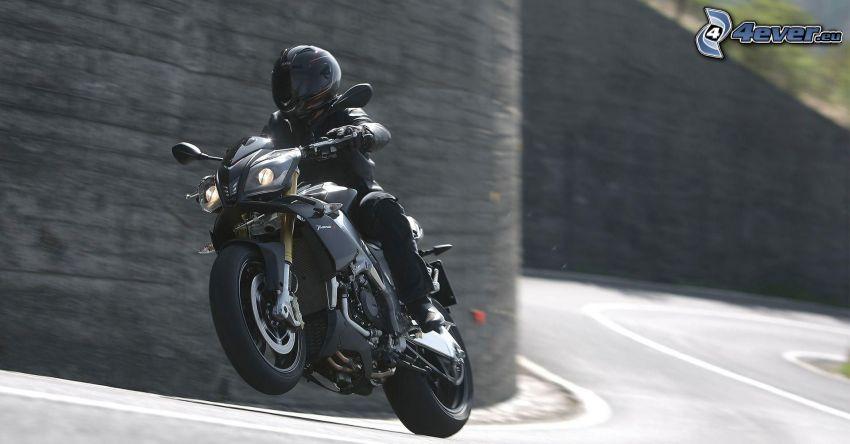 Aprilia RSV4, motocyklista, prędkość, ulica, mur