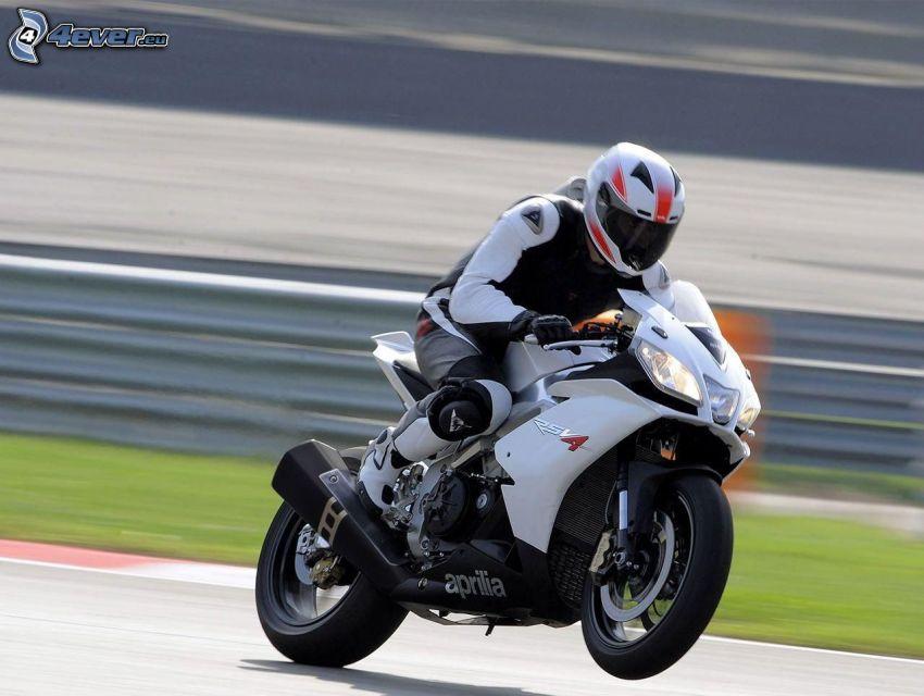 Aprilia RSV4, motocyklista, prędkość