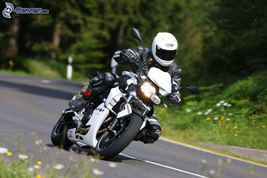 BMW F800R, motocyklista, ulica