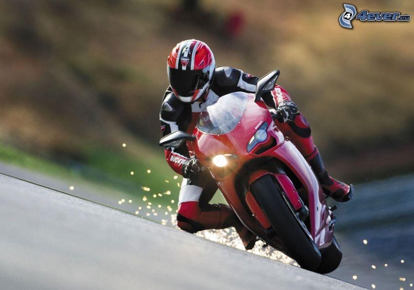 Ducati, motocyklista, iskrzenie