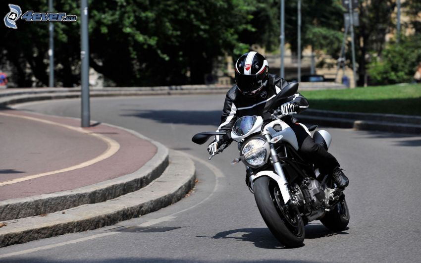 Ducati, motocyklista, ulica