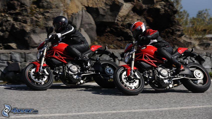 Ducati Monster 1100 EVO, motocyklista