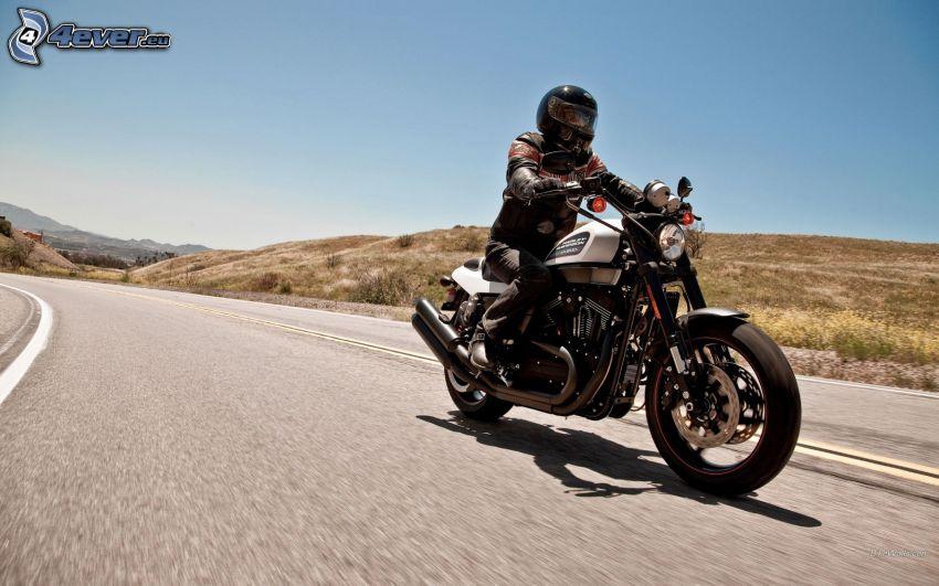 Harley Davidson XR1200X, motocyklista, ulica
