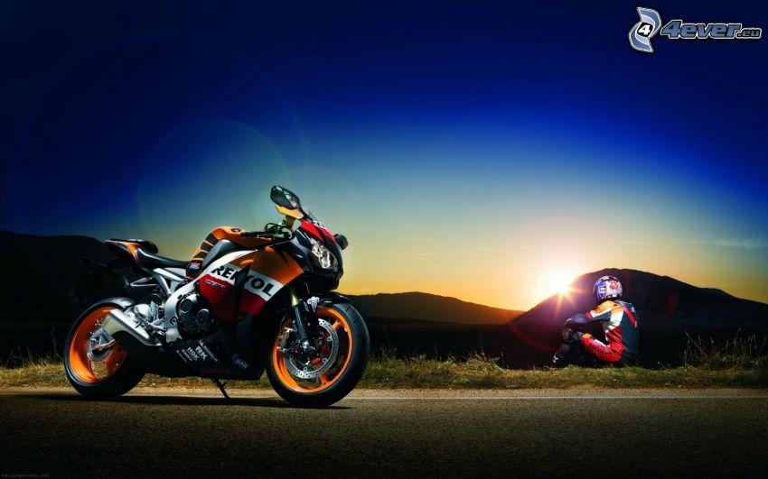 Honda, motocyklista, zachód słońca