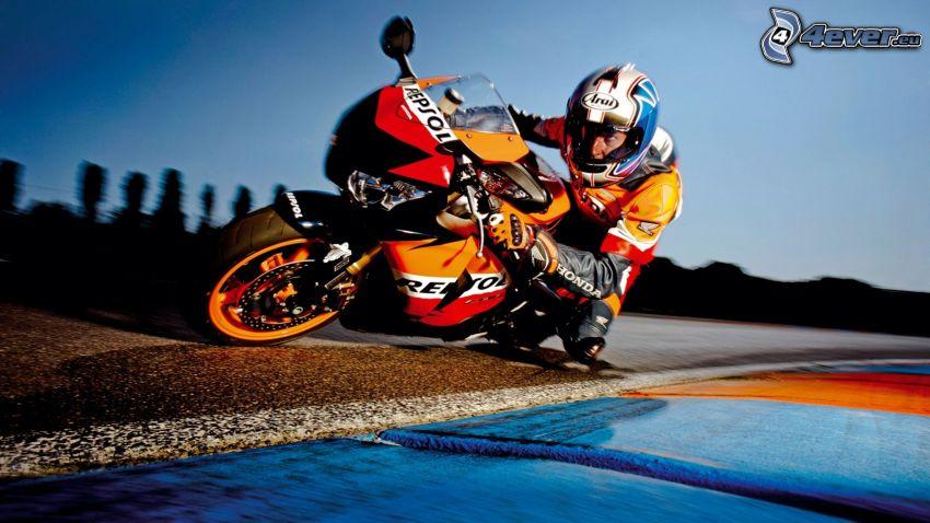 Honda, motocyklista