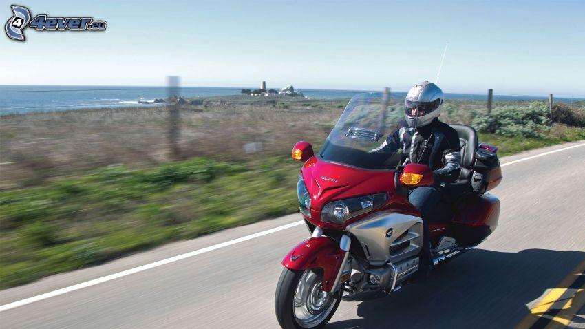 Honda Goldwing, motocyklista, ulica, prędkość