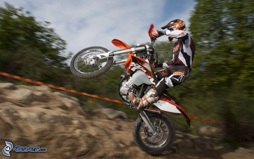 KTM 450 EXC, skok na motocyklu, akrobacje