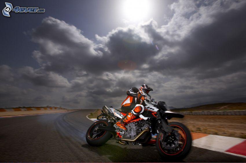 KTM 990, motocyklista, prędkość, wyścigi, torowe, chmury, słońce
