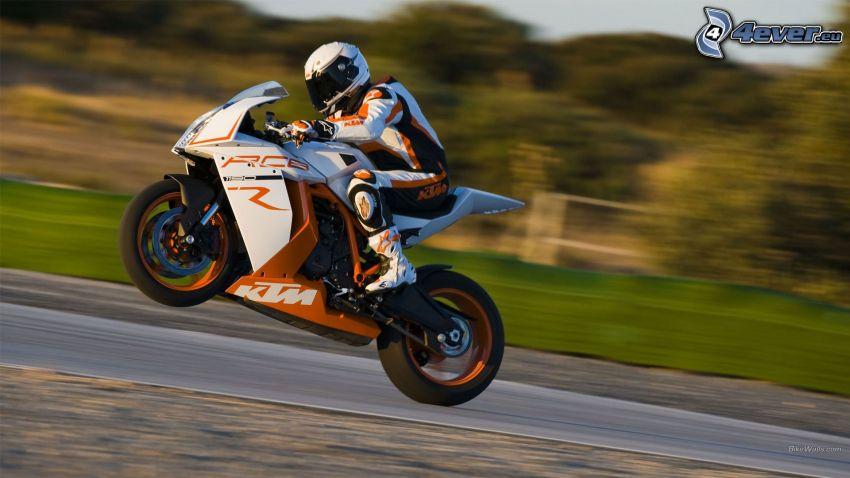 KTM RC8, motocyklista, akrobacje