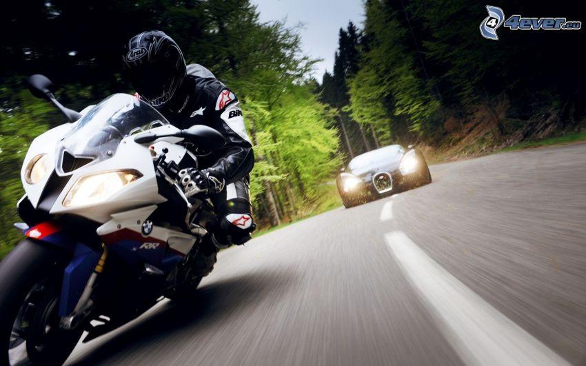 Motocykl BMW, motocyklista, prędkość, Bugatti Veyron, Droga przez las