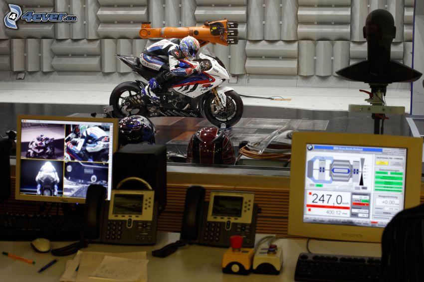 Motocykl BMW, motocyklista, studio