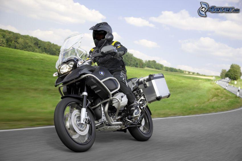 Motocykl BMW, motocyklista, ulica, prędkość