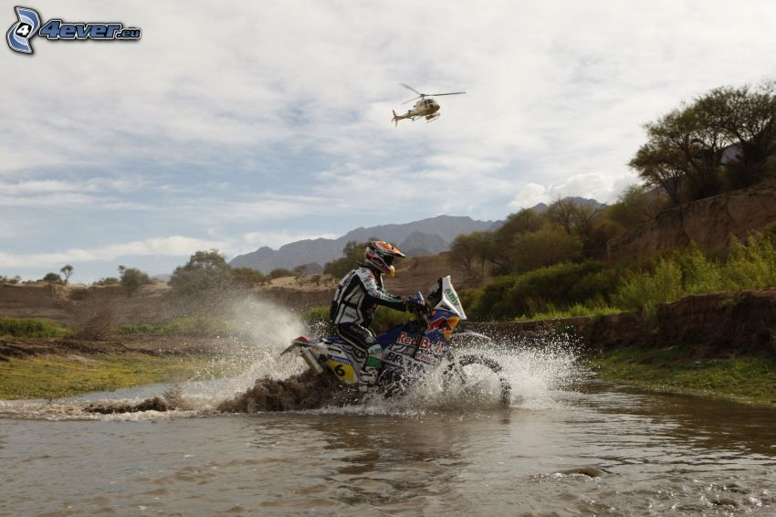 motocyklista, motocykl, woda, śmigłowiec