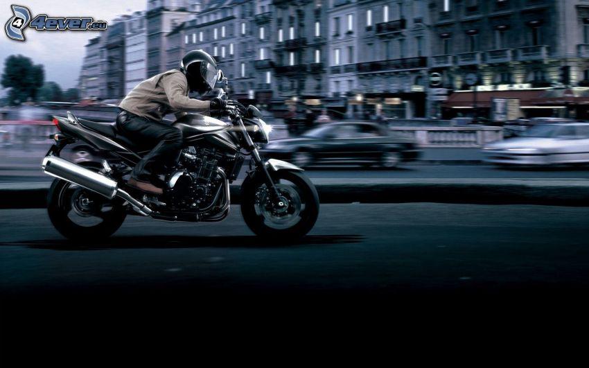 Suzuki Bandit, motocyklista, prędkość
