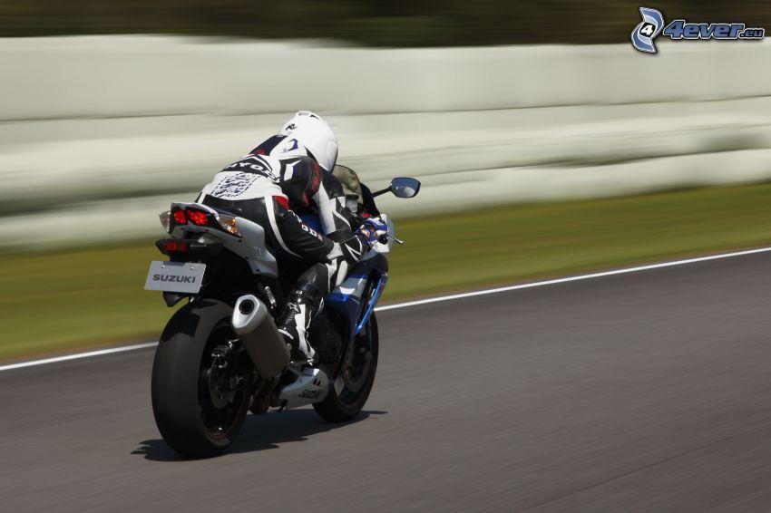 Suzuki GSX-R, motocyklista, prędkość