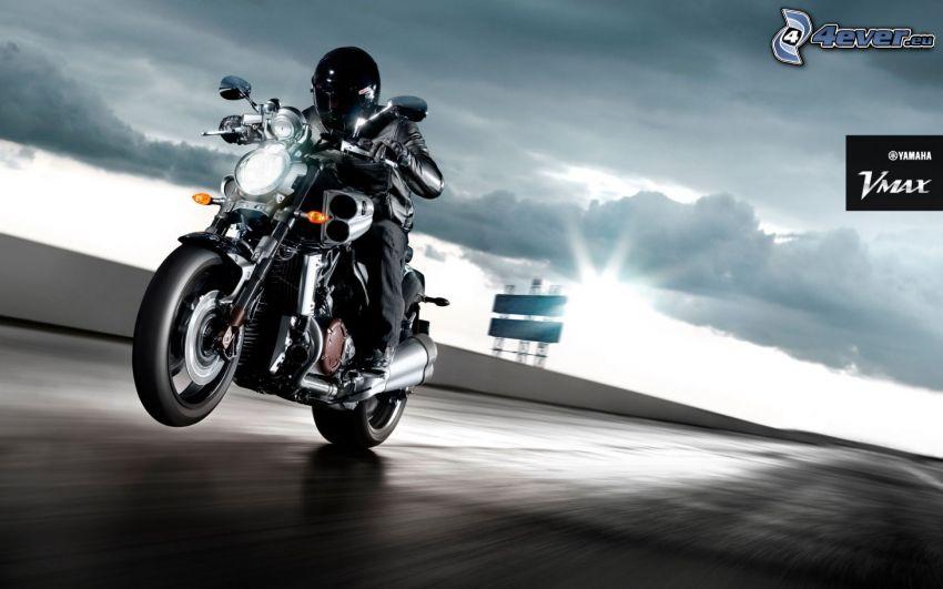 Yamaha, motocyklista, prędkość, słońce, chmury