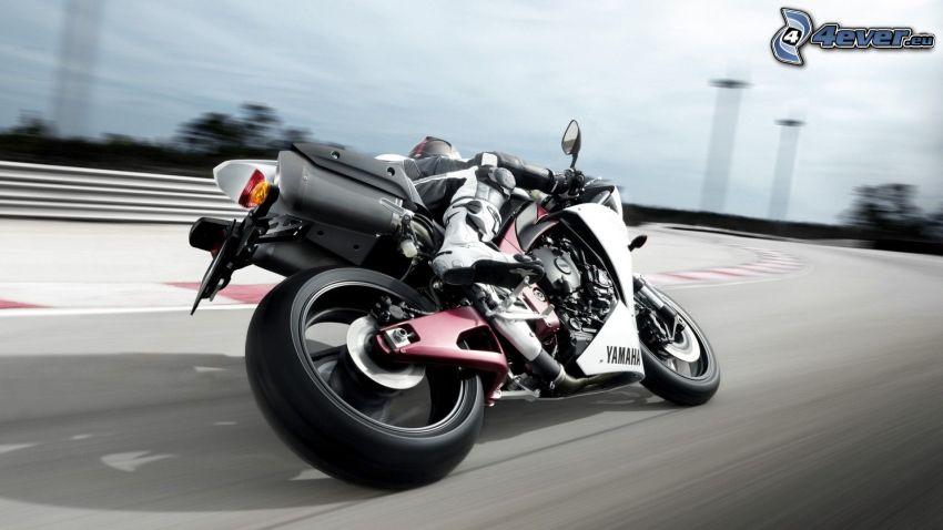 Yamaha YZF R1, prędkość, wyścigi, torowe