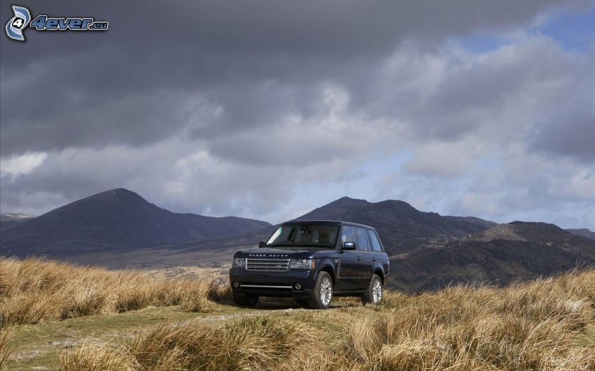 Range Rover, pasmo górskie, łąka, ciemne chmury