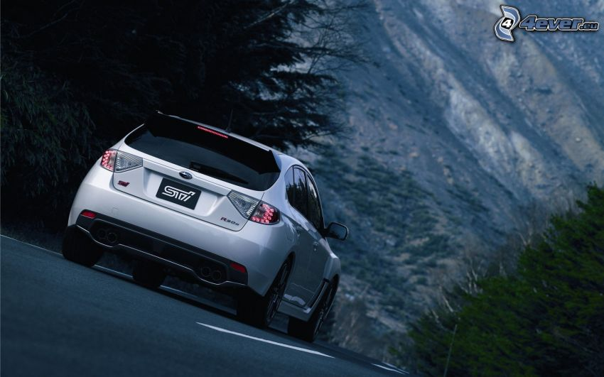 Subaru Impreza, ulica, wzgórze