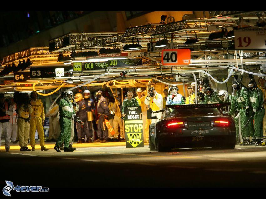 Aston Martin DB9, zawodnicy