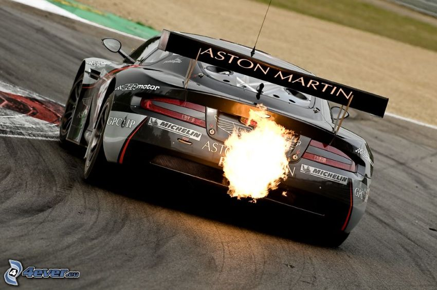 Aston Martin DBS, płomień