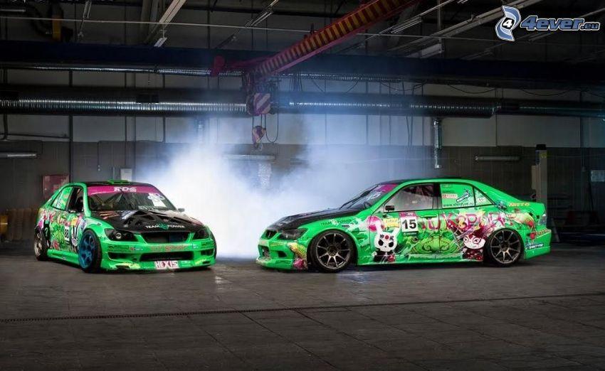 auta wyścigowe, lowrider, dym
