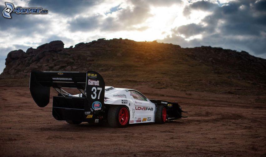 Honda, auta wyścigowe, wzgórze, ziemia, kamienie, chmury