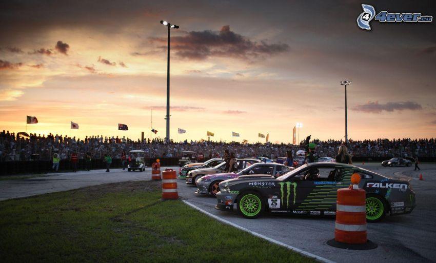 zjazd, auta wyścigowe, wystawa, tuning, trybuna