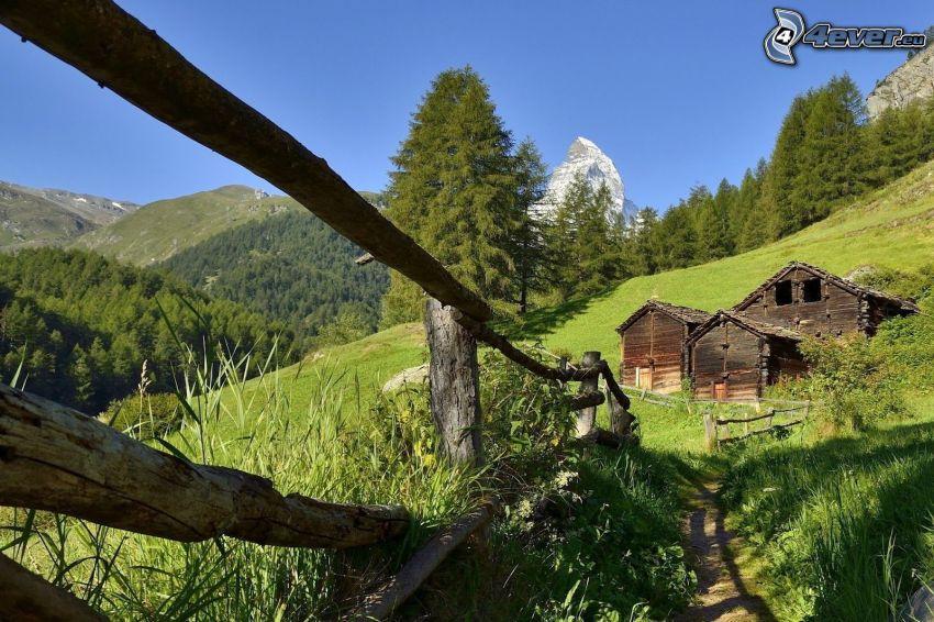 chodnik, poręcz, drewniane domki, drzewa iglaste, Matterhorn