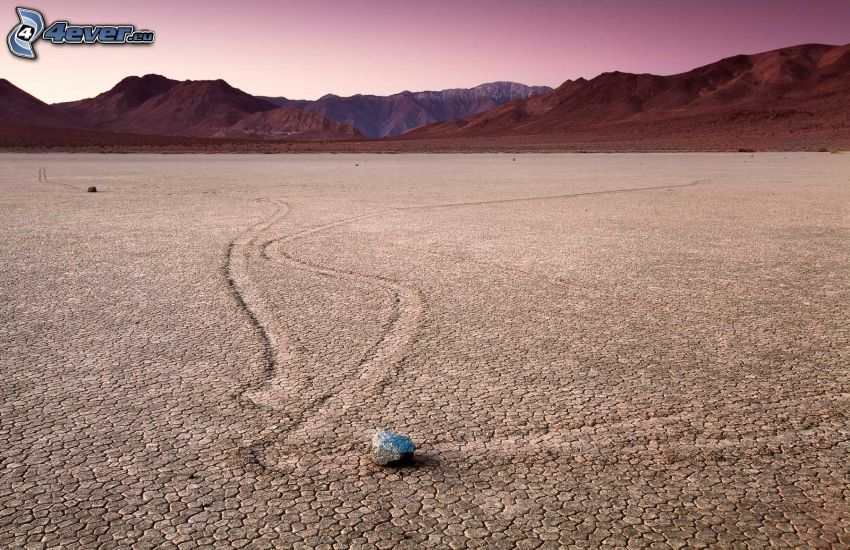 Dolina Śmierci, sucha ziemia, kamień, pasmo górskie