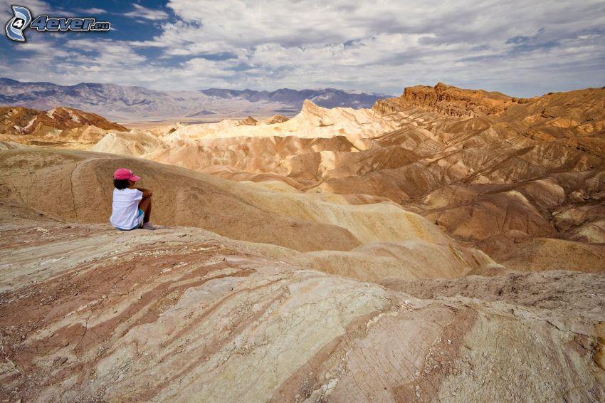 Dolina Śmierci, turysta, wzgórza, chmury